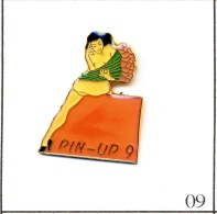 Pin´s - Pin´ Up - Pin´Up N# 09. Est. Ananas Production. Epoxy. T310-09 - Pin-ups