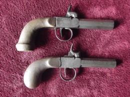 Lot De 2 Petits Pistolets à Percussion Du 19ème - Armes Neutralisées