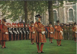 GB.- London, Tower Of London, Yeoman Warders On Parade At The Installation Of A Constable. 2 Scans - Folklore