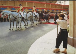 GB.- Madame Tussaud's. The Royal Party Approaching Her Carriage, An Ascot Landau With 4 Windsor Greys. 2 Scans - Folklore