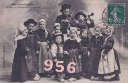 CPA * * SCENES ENFANTINES * * La Danse Du Stoupic Dans La Gavotte - Children And Family Groups