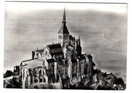 50 - Abbaye Du Mont Saint Michel - Vue D'avion : L'église, La Plate Forme De L'Ouest- Editeur: S.C.M.H N° 50353717267040 - Le Mont Saint Michel