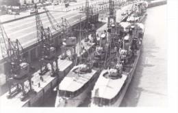 Batiment Militaire Marine Francaise Contre Torpilleur Tigre Et Tipo A Quai - Boats