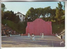 SPORTS Loisirs Folklore - PELOTE BASQUE / CHISTERA : Partie De Chistera Au Fronton à BIDART - CPM GF 1980 - Pyrenées Atl - Cartes Postales