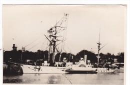 Batiment Militaire Marine Francaise Aviso Heron A Quai - Boats