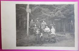 Carte Photo Promenade En Famille Sentier De Pierre Percée Femmes Et Enfants Avec Coiffe Originale Carte Postale 54 - Autres Communes