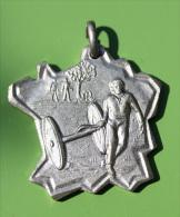 Belle Médaille Récompense Du Parcours Sportif De Saint James 1993 - Manche - Normandie - Sports