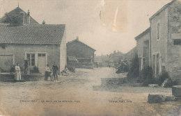 52 // PRESSIGNY   Un Coin De La Grande Rue,   Barrer Edit   ANIMEE  ** - Autres Communes