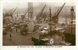 Réf : C-15-849  :  BOULOGNE SUR MER LE PORT LES QUAIS DEBARQUEMENT DU POISSON CAMION - Boulogne Sur Mer