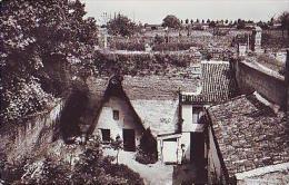 Doué La Fontaine   438           Une Habitation Souterraine Datant De 1850 - Doue La Fontaine