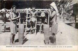 OCEANIE  ILES SALOMON SEPTENTRIONALE PREPARATION DE GALETTE DE TAROS ET NOISETTES ETHNOLOGIE HABITAT  VOYAGES - Papouasie-Nouvelle-Guinée