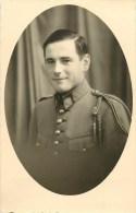 Cartye Photo - Militaire N° 21 Sur Le Col - Fouragère - Carte En Bon état. - Guerre 1914-18