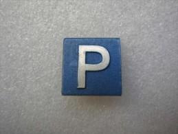 Insigne Militaire Allemand En Métal PANNEAU DE SIGNALISATION - Parkplatz - Verkehrszeichen - Allemagne
