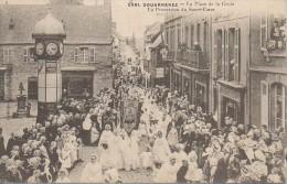29 DOUARNENEZ  La Place De La Croix  La Procession Du Sacré-Coeur - Douarnenez
