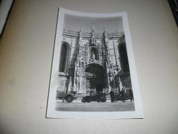 Photographie Ancienne Voitures Stationnées Et Policiers Devant Une Cathédrale - Cars