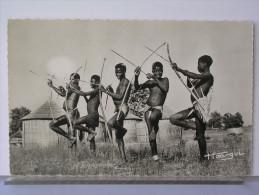GUINEE - CONIAGUI TIRANT A L�ARC