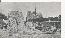 Paris  Berge De La Seine  Quai De La Tournelle   Avec Peniche - Frankreich