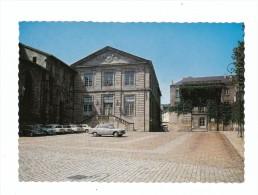 LIMOGES (haute-Vienne) - CPSM - Place Du Présidial : Ancien Hôtel De L'Intendance - Voitures : Peugeot 404, Renault 4cv - Limoges