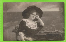Madeleine Jean,met viool, Autographe, 12 september 1910, Th�atre Royal d'Anvers