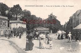 17 - ROCHEFORT SUR MER -  Porte De La Rochelle Et Rue Du Rempart - Dos Vierge - 2 Scans - Rochefort