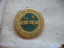 Pin's De L'Académie De REIMS En Champagne Ardenne - Administrations