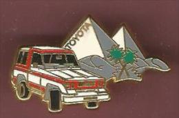 40867-Pin's.Toyota.Land Cruiser.4X4.Pyramides.sig Né A.B Paris Et Toyota.. - Toyota