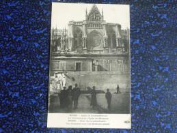 REIMS - APrès Le Bombardement,la Cathédrale Et L'Ecole De Médecine - Reims