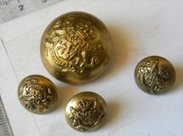 4 Boutons De Livrée, Netherlandd Buttons Gold, Armes Des Pays Bas - Devise De M'aintiendrai, Couronne Royale Lions - Knopen
