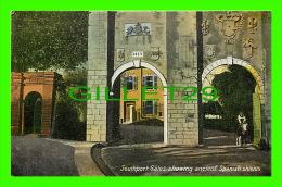 GILBRALTAR - SOUTHPORT GATES SHOWING ANCIENT SPANISH SHIELDS - ÉCRITE - - Gibraltar