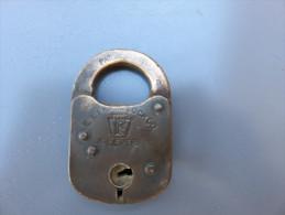 Cadenas US Daté 1908 Marqué PAT DEC E.T.FRA LOCK 4 LEVERS 13-1908 En Cuivre, Dimensions 5 X 8 Cm - 1914-18