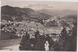 04,alpes De Haute Provence,Sisteron 485m D´altitude,rive De La Durance,vue Rare à Travers Les Pins De Monturri, - Sisteron