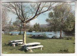 L'ISLE SUR SORGUES 84 - Le Terrain De Camping - Jolie CPSM Dentelée Colorisée GF 1962 - Vaucluse - L'Isle Sur Sorgue