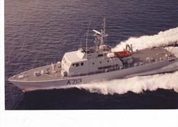Batiment Militaire Marine Francaise A 713 Patrouilleur Rapide Aramis Couleur - Boats