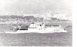 Batiment Militaire Marine Francaise A 722 Poseidon  + Equipage  Au Large Toulon 1984 - Boats