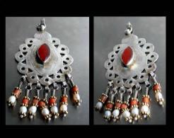 Pendentif Turcmène En Argent, Cornaline, Corail Et Perles / Turkmeni Pendent (silver, Coral, Carnelian And Pearls) - Ethnics