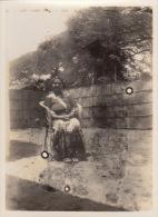 6 Photos Femme Indienne Dans Son Intérieur Inde Poona - Lieux
