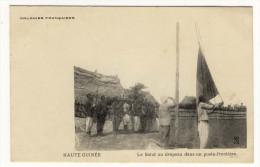 HAUTE GUINEE - le salut au drapeau dans un poste frontiere anim� bon etat