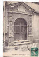 24342 VEZELISE EN 1903 - PORTE DE L' ANCIEN PALAIS DE JUSTICE - Ed ? - Vezelise
