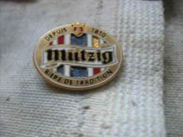 Pin´s Biere MUTZIG Depuis 1810, Biere De Tradition. Pin's BALLARD - Bière
