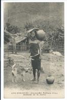 Indochine Vietnam Femme Moï Porteuse D'eau Chien TB - Viêt-Nam