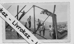 Photo Argentique, Ouvriers Construisant Une Charpente Métallique, 1ère Moitié XXème Siècle, Lieu Non Déterminé (Alpes ?) - Professions
