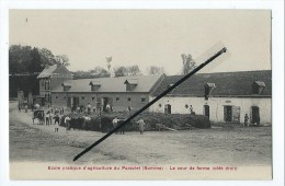 CPA - Ecole Pratique D´Agriculture Du Paraclet - Le Cour De Ferme (côté Droit ) - Boves - Boves
