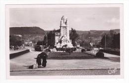 25 Besançon N°129 La Place De La Gare VOIR ZOOM Femmes Avec Valises Et Tram Tramway - Besancon