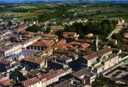 L'ISLE-JOURDAIN Vue Générale Aérienne, L'église Et Hôtel De Ville (C7270) - Sin Clasificación