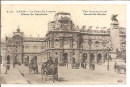 PARIS   LA COUR DU LOUVRE    CALECHES - Taxi & Carrozzelle