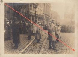 rare photo militaire allemand revue grand place de mons 1914 casque � pointe
