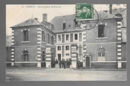 EVREUX - Caserne Amey (Infanterie) - Soldats à L'entrée - Evreux