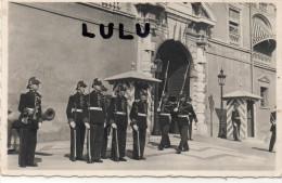 Monaco , La Relève De La Garde Devant Le Palais Princier ( 2 Scans ) - Palais Princier