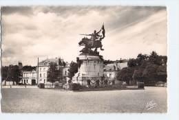 (F55) - CHINON - LA STATUE DE JEANNE D'ARC - Chinon