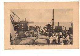 C P A--AFRIQUE  DAHOMEY--COTONOU --le Wharf Au Travail--voir 2 Scans - Dahomey